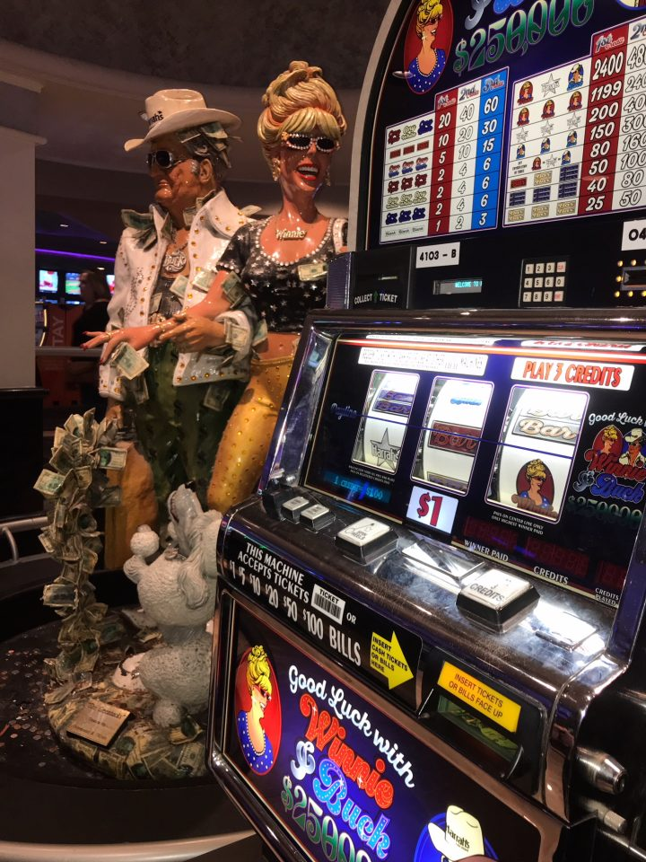 winnie-and-buck-slot-machine-harrahs-las-vegas